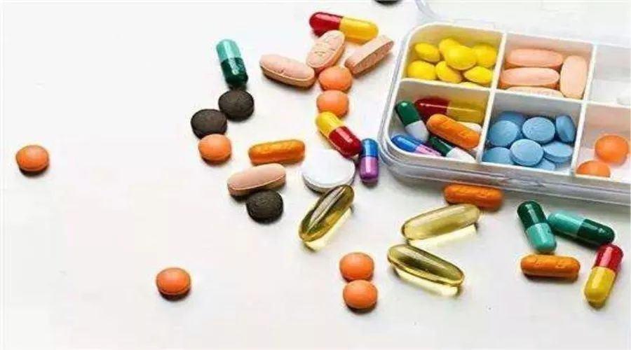 如何用药物来控制白癜风的病情?